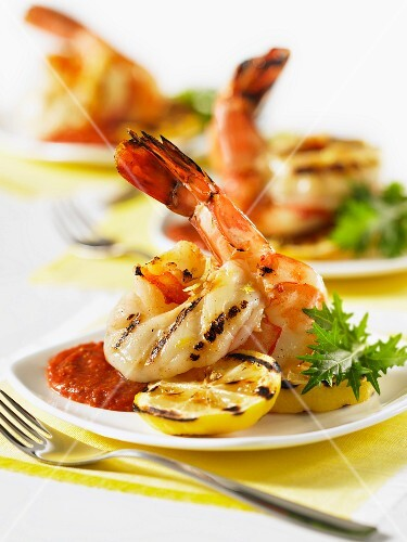 Grilled butterfly prawns with lemon