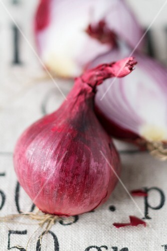 A halved and a whole red onion