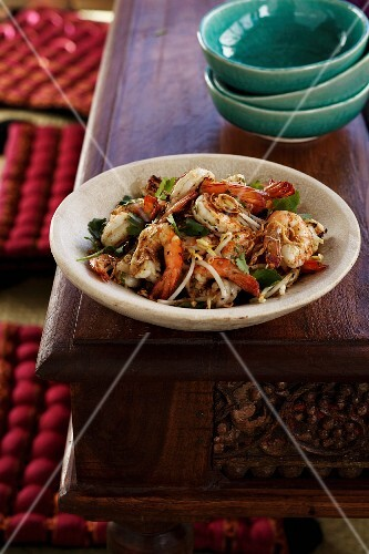 Garlic prawns with beansprouts, chilli and coriander (Thailand)