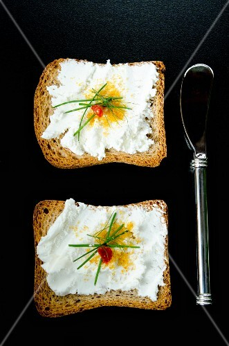 Melba toast with goat's cheese and bottarga