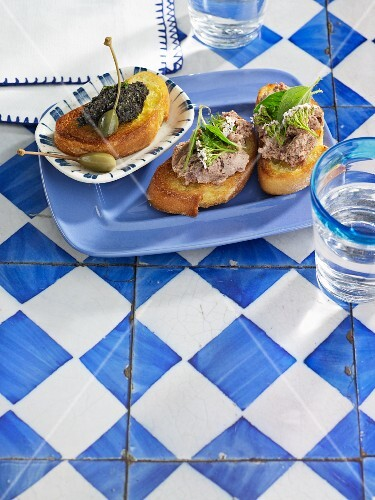 Crostini with chicken liver pâté and with olive tapenade