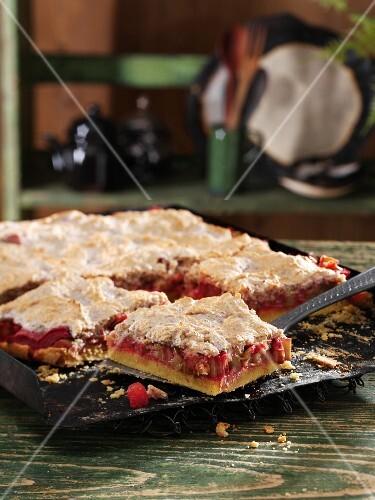 Rhubarb and almond meringue pie