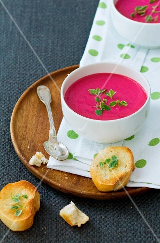 Beetroot soup with toasted slices of bread