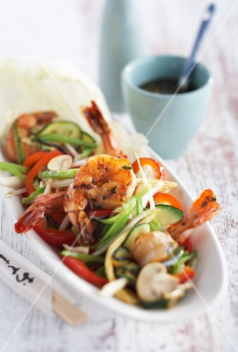 Spicy prawns with stir-fried vegetables (Asia)