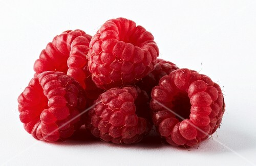 Raspberries in a heap (close-up)