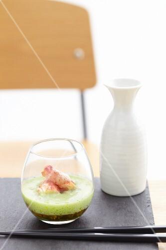 Foamed potato soup with prawns (Asia)