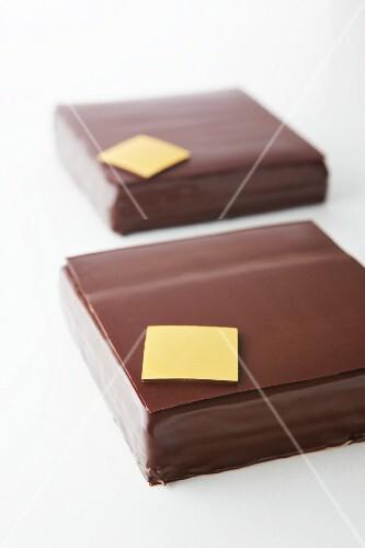Square chocolate tortes