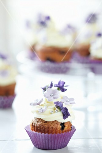 Blueberry cupcake with sugar flowers and violets