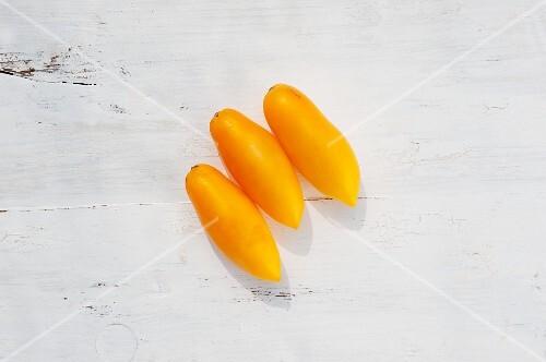 Tomatoes of the variety 'Solotoi Petuschok'