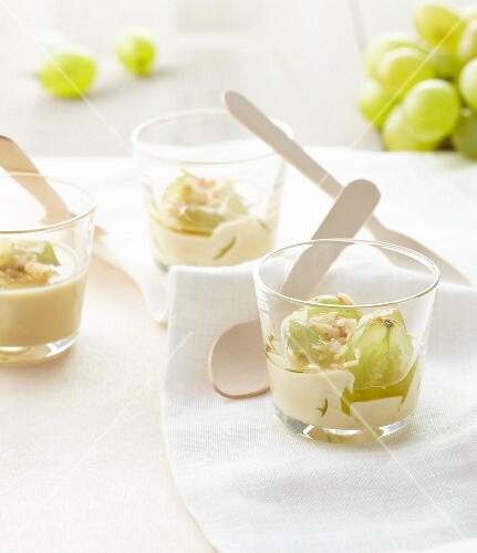Roquefort cream with fresh grapes and honey
