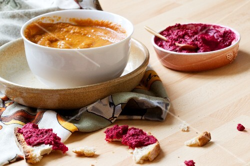 Carrot purée with tamari and peanuts, beetroot dip and pieces of white bread
