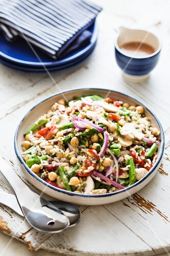 Vegetarian salad with lentils, chickpeas and vegetables