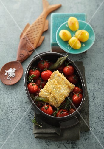Cod fillet with crispy topping on oven-roasted tomatoes