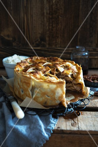 English apple pie, partly sliced