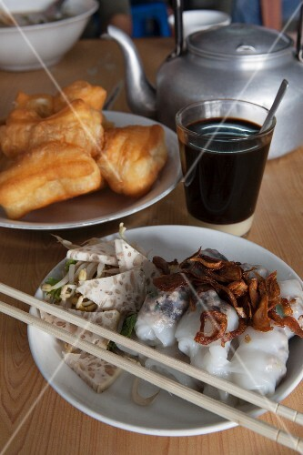 A breakfast of doughnuts, rice-paper rolls and coffee (Vietnam)