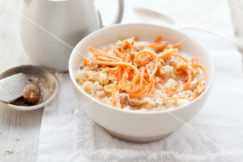 Oats with carrots and raisins