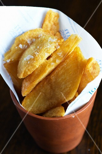 Potato wedges with salt