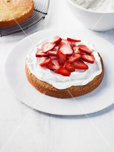 Victoria Sponge cake with cream and strawberries
