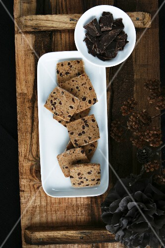 Chocolate and cinnamon biscuits with chunks of chocolate