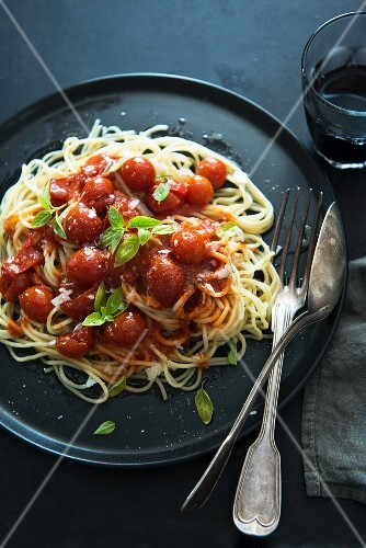 spaghetti mit tomatensauce bild kaufen 11213220 stockfood. Black Bedroom Furniture Sets. Home Design Ideas
