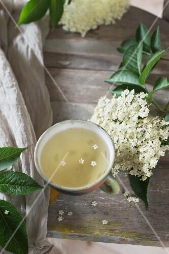 Elderflower tea and elderflowers