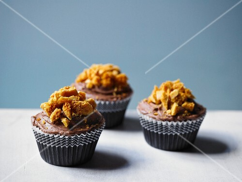 Chocolate cupcakes with honeycomb