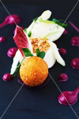 Breaded balls of goat's cheese, with radicchio
