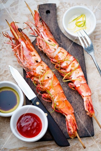 Fried king prawns with chilli sauce and lime zest