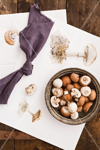 White and brown mushrooms in a bowl