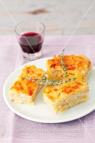 Potatoes au gratin with thyme