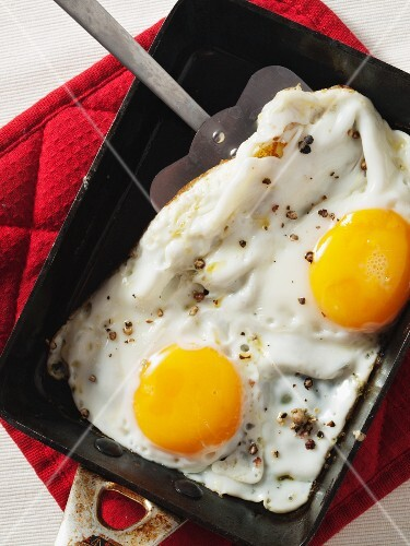 Poached eggs in a pan