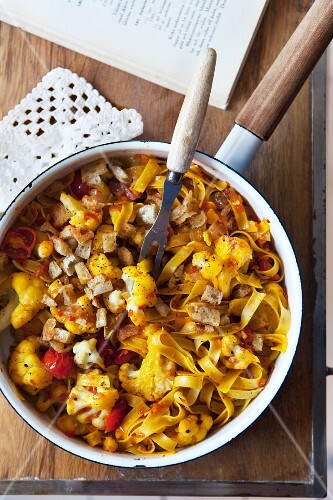 Ribbon pasta with cauliflower and tomatoes