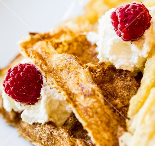 30. Waffles with raspberry and cream