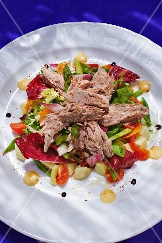 Radicchio salad with tuna and pancetta