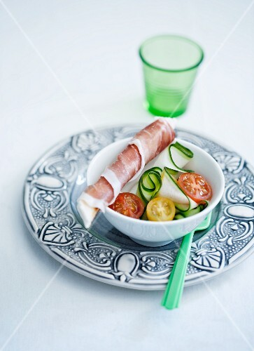 Tomato and cucumber salad with prosciutto
