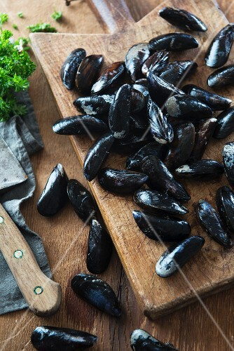 Fresh mussels on a chopping board