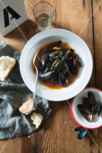 Mussel soup with tomatoes