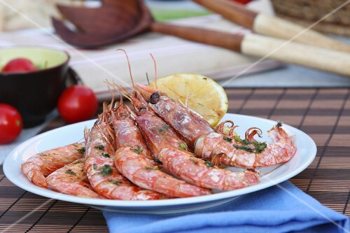 Grilled prawns with pesto