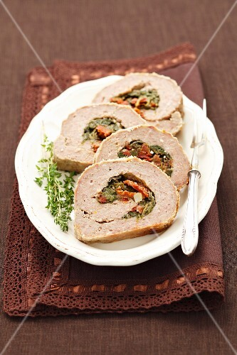 Meatloaf filled with spinach and sundried tomatoes