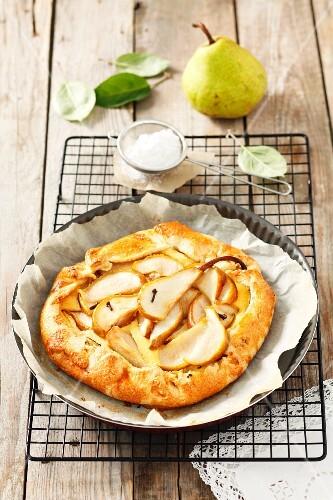 Pear tart with powdered sugar