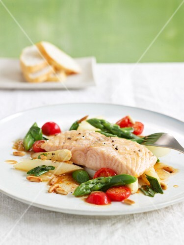 Salmon fillet on asparagus with caramelised tomatoes
