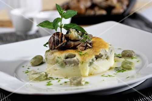 Snails with potatoes and broad beans with mint all-i-oli