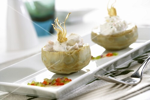 Artichokes filled with prawns and cream cheese