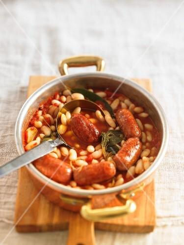 Salsicce und Fagioli in Tomatensauce (Italien)