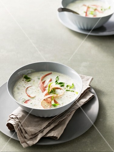Asparagus foam soup with basil and Serrano ham