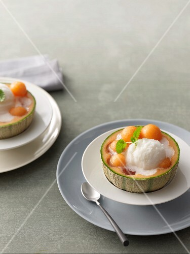 Melon with lemon sorbet and Prosecco