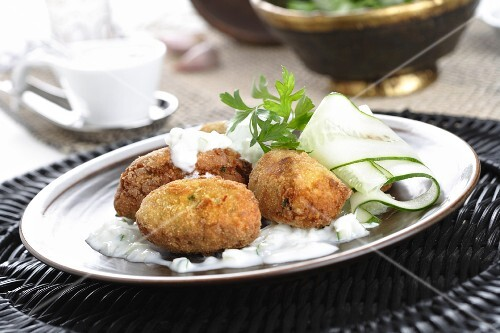 Falafel with yoghurt sauce and cucumber