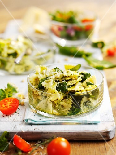 Farfalle with spinach, pine nuts and cheese, with a side salad