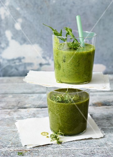 A lettuce & herb smoothie and a rocket & celery smoothie