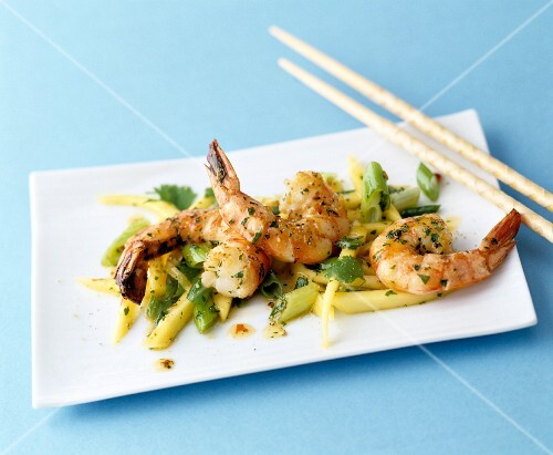 King prawns with beans and coriander (Asia)